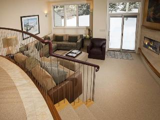 Enjoy an easy walk to the Chair Lift #20 from this gorgeous vacation condo in Vail along Gore Creek. - Vail vacation rentals
