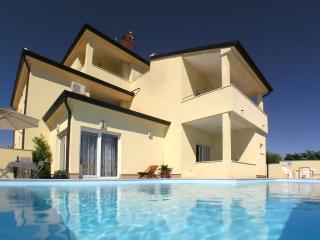 Ferienwohnung in Villa G.A.P. mit großem Pool - Vodnjan vacation rentals
