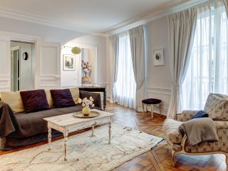SAINT-GERMAIN PRESTIGE IV: 2 Bedrooms 2 Bathrooms - 1st Arrondissement Louvre vacation rentals