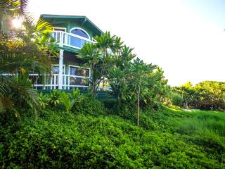 Huelo Pt Lookout House ... a romantic maui retreat - Haiku vacation rentals
