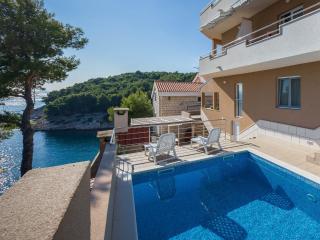 Apartment BILI Osibova - Cove Makarac (Milna) vacation rentals