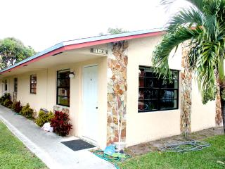 HOME OF MARY POP APARTMENTS SLEEP 4 - Dania Beach vacation rentals