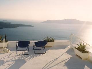 VERY SPACIOUS private house Spiti Barbara 4-6 p - Firostefani vacation rentals