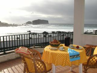 Casa Hortensia, oceanfront house in Mosteiros - Candelaria vacation rentals