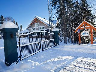 Chalet Charlevoix Quebec Luxury 4 Season Cottage - Baie-St-Paul vacation rentals