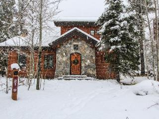 Luxury ski-in/ski-out cabin with private hot tub! - Donnelly vacation rentals