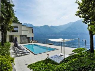 Right on the Waterfront! Villa Splendid Como boasts Pool & Relaxing Views - Cernobbio vacation rentals