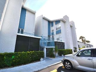 Madeira Beach Yacht Club 169 E - Townhouse sleeps 4, 3 Flat Screen TVs & WiFi - Madeira Beach vacation rentals