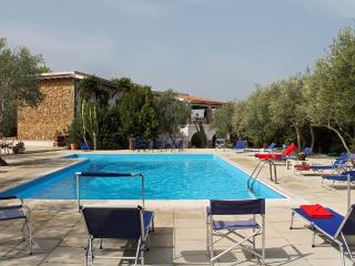 SUNFLOWER VILLA: luxury villa with pool and privat - Syracuse vacation rentals