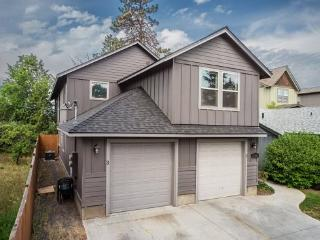 Centrally Located! First Floor Heyburn 3, 3BR, 2BA, Pet Friendly, Quiet and Private - Central Oregon vacation rentals