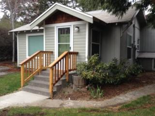 Galveston Getaway in Northwest Bend! 2 BR, 2 Bath - Bend vacation rentals