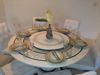 Prade Luxury Exquisite Suite Three Bedroom & Two - Toronto vacation rentals