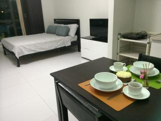 40-sq-m studio in the heart of Makati- KL Mosaic - Luzon vacation rentals
