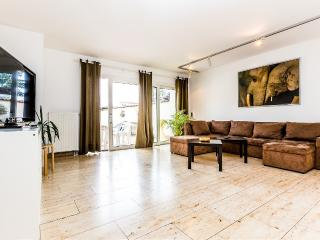 48 Spacious center house in Cologne Weidenpesch - Cologne vacation rentals