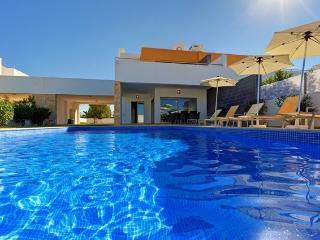 Villa Trinity, modern villa, private heated pool - Guia vacation rentals