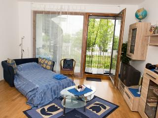 NEW: B&B sofa-bed in FRANKFURT nearby Campus ★★★ - Frankfurt vacation rentals