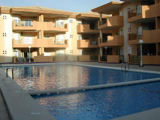 Spacious 2nd floor Apartment, overlooking the pool - Los Alcazares vacation rentals