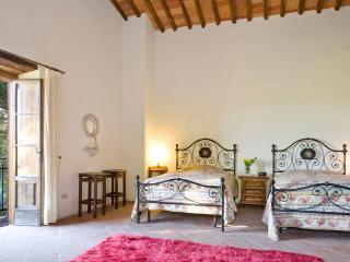 LA LOGGIA 13 - San Pietro a Marcigliano vacation rentals
