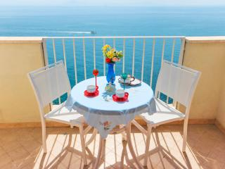 Ocean Breeze: sea view apartment in Amalfi - Vettica di Amalfi vacation rentals