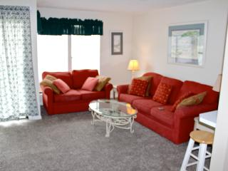 Destin Studio efficieny Condo:Short Walk to Beach! - Destin vacation rentals