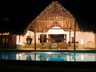 Oceanfront Villa  Pool Pure Paradise -great rates! - Puerto Escondido vacation rentals