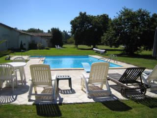 Beautiful Charente Stone Cottage in 4 acre grounds - Saint Sigismond de Clermont vacation rentals