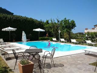 SORRENTO CENTRE COMPLEX WITH POOL - Anacapri vacation rentals