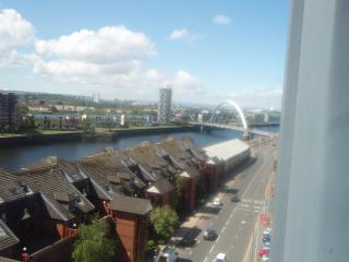 Glasgow Clydeside Serviced Apartment - Glasgow vacation rentals
