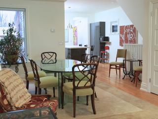 2000 sqft  3  Bedroom Plus Quiet Downtown Home - Ontario vacation rentals