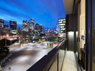 Platinum PAZAZZ- Prime Melbourne Waterfront Views - Melbourne vacation rentals