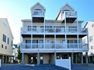 Beautiful townhouse, just 200 yards from the dune. - Bethany Beach vacation rentals