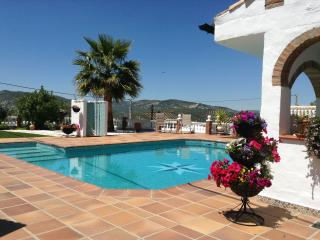Iznajar - Beautiful Andalucian 1 Bedroom Bungalow - Priego de Cordoba vacation rentals