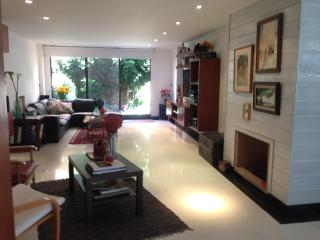 FamilyLuxuryApt! 3bd/2.5bth Tourism/work/adoption. - Bogota vacation rentals