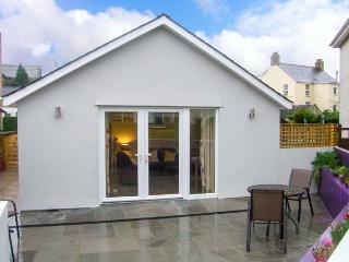 ERDDIG BACH, single-storey detached cottage, close to walks and beach, Llanbedrog Ref 911928 - Nefyn vacation rentals