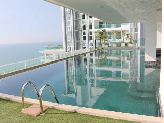 The View Cozy Beach Superior 2 Bedroom Suite with Sea View - Pattaya vacation rentals