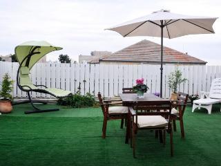 HOMEY PENTHOUSE +HUGE PRIVATE ROOF -PRIME LOCATION - Jerusalem vacation rentals