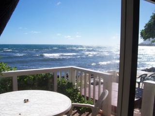 Hale Lanikeha - 3br beachfront home w/ hot tub - Hauula vacation rentals