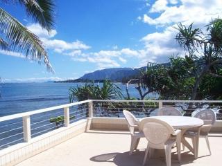 Tranquil Balcony House - beachfront home w/ lanai - Hauula vacation rentals