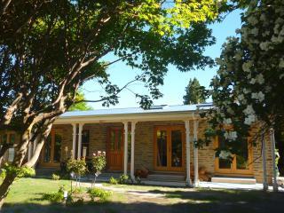 Luxury Arrowtown home - 2 mins walk to main street - Queenstown vacation rentals
