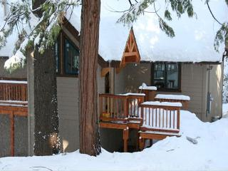 Lazy Bear Lodge Cozy Renovated Cabin in Blue Lake - Arnold vacation rentals