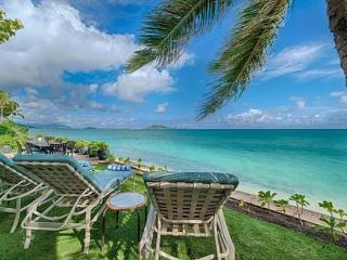 Walker Beach House-historic,beachfront,great views - Kailua vacation rentals