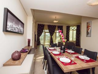 Palm Jumeirah Shoreline apartment - Palm Jumeirah vacation rentals
