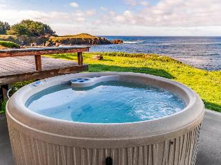 Watch the ocean from a wall of windows - Fort Bragg vacation rentals