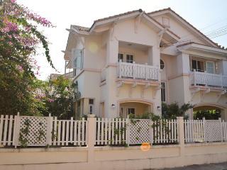 Villa Simon near the beach from Jomtien - Pattaya vacation rentals