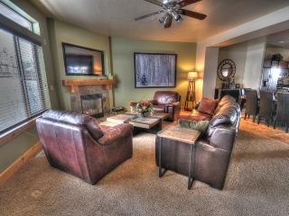 Beautifully Decorated w/ Private Hot Tub (BH5610O) - Utah Ski Country vacation rentals