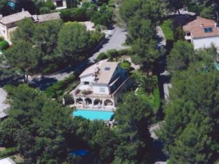 Superb Villa, Secured,Heated Pool, Eight Bedrooms - Valbonne vacation rentals