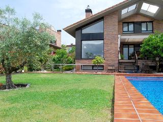 villa SOFIA::Private pool, garden, parking. 8p - Basque vacation rentals