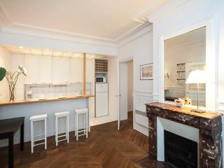 Quiet 2 Bedroom Paris Apartment Near Rue de Buci - Paris vacation rentals