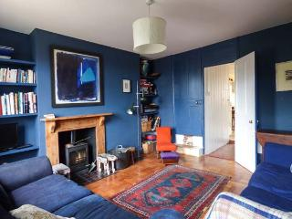 CHAPEL COTTAGE, cosy cottage with open fire and woodburner, great for walking and cycling, in Pin Mill, Ref 915284 - Bentley vacation rentals