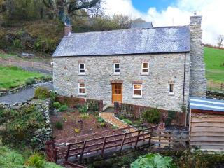 CWMLLECHWEDD UCHAF, detached, Grade II listed farmhouse, peaceful, country location, two woodburners, WiFi, near Llanilar, Ref 9 - Llanidloes vacation rentals